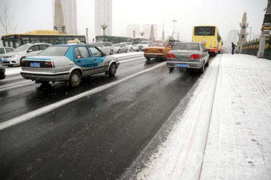 不沾冰雪的霁虹桥