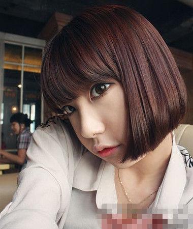 这款韩式齐刘海短发发型既有小女生的俏皮可爱