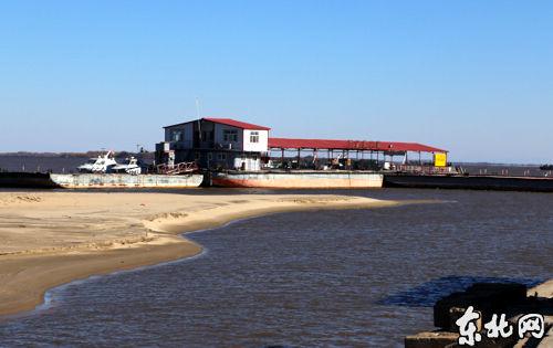 铁路,机场,深水港,高速公路在内的立体交通网的形成,随着黑瞎子岛