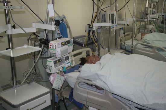 李迎福躺在icu病房图片