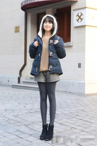矮个子女生穿衣 冬季棉服搭配彰显新潮流