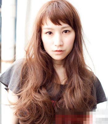 中长发烫发发型图片 彰显轻熟女清新自然