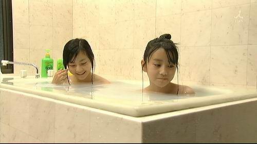 日本女优文化太泛滥!小学女生竞相拍摄成熟写真