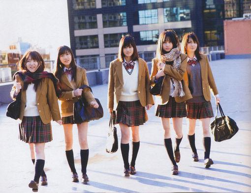 日本女生寒冬也穿超短裙