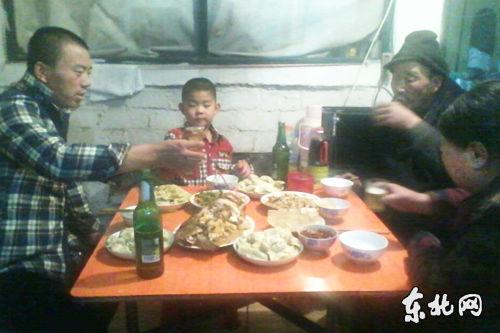 黑龙江冻伤男孩王译家的年夜饭(图)