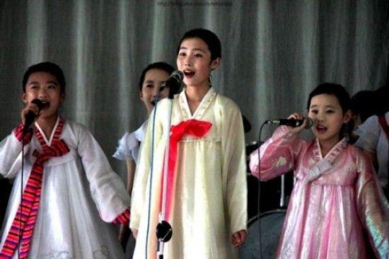 实拍朝鲜女中学生生活