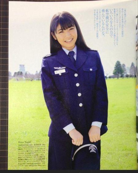 日本自卫队日历上全是美女士兵组图