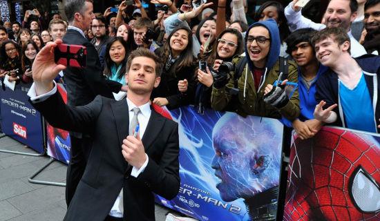 《超凡蜘蛛侠2》全球首映蜘蛛侠被粉丝热情围攻