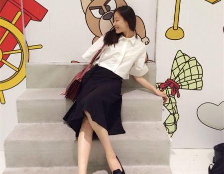 倪妮白衣黑裙邂逅蓝胖子(组图)