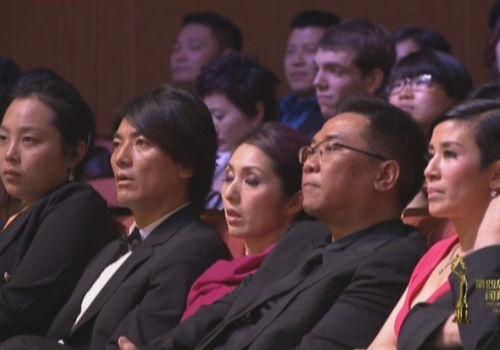 北京电影节闭幕现场花絮杨千嬅睡着