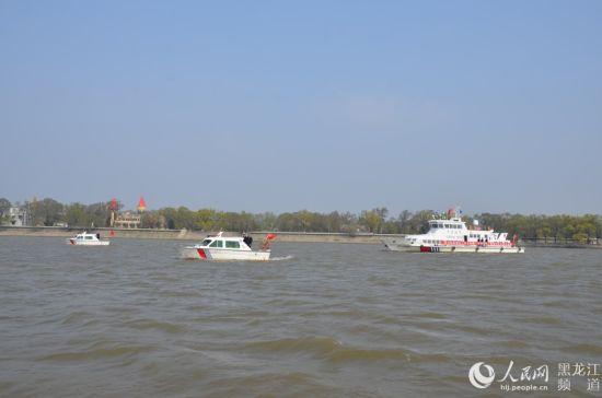 北大荒鹤城鲜花港在春节期间向游客展出了近100万…… 雪乡 感受隆冬