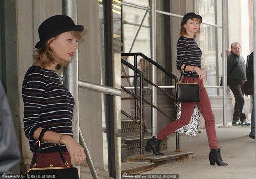 斯威夫特带礼帽俏皮条纹衫搭紧身裤出街