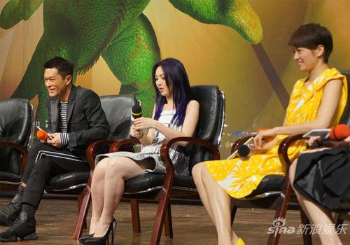 《小团圆》广州宣传同大学生亲密互动