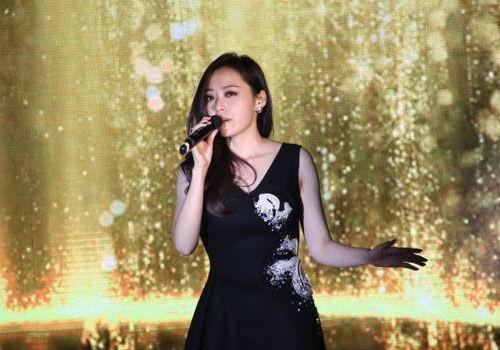 张靓颖戛纳秀熊猫礼服唱响中国之夜