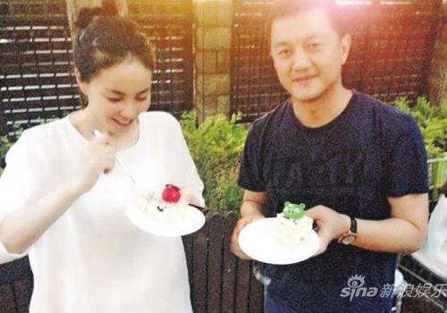 王菲与李亚鹏一起为李嫣庆祝8岁生日(组图)