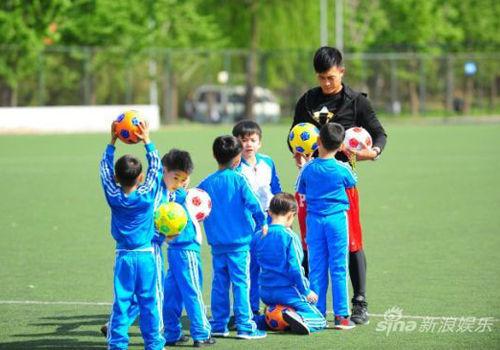 《中国足球梦》全萌娃阵容挑战亲子秀