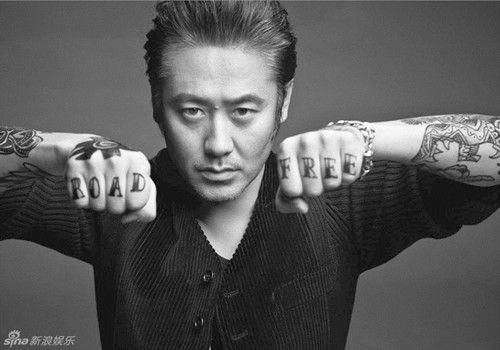 吴秀波朋克写真大叔变身摇滚型男