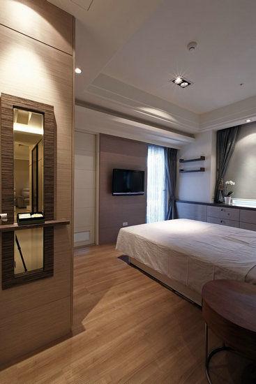 卧室设计 设计重点:空间性对称设计  编辑点评:在光照充足的主卧室中图片