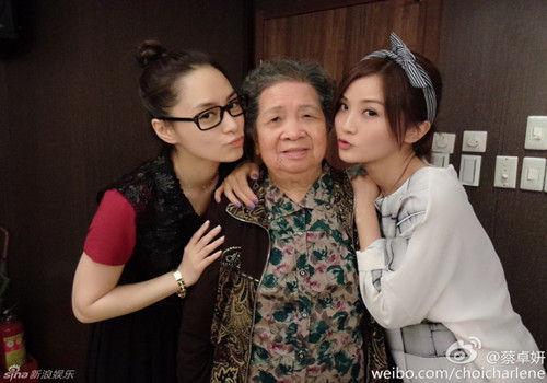 蔡卓妍为奶奶庆生闺蜜阿娇现身亲密合影