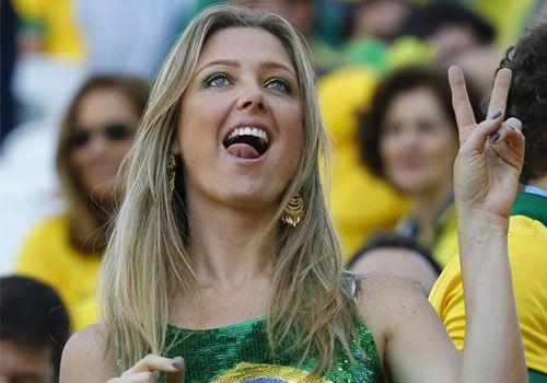 世界杯美女球迷秀狂野猛男担心老婆出轨