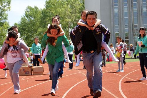 绥棱农场幼儿园举行亲子运动会