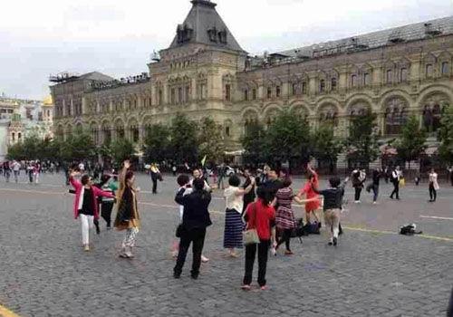 """中国大妈广场舞""""攻占""""莫斯科红场"""