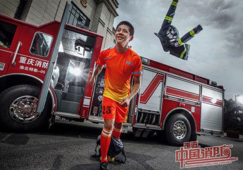 世界杯掀足球热消防员足球大片魅力四射