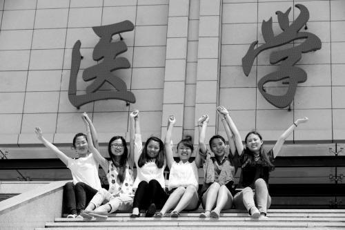"""在沈阳医学院里,有一个小有名气的""""学霸""""寝室,寝室6名女孩,分别考上了图片"""