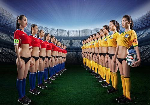 嫩模霸气对决助威世界杯16强将士