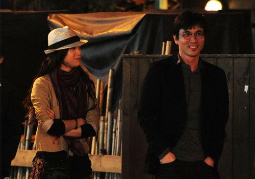 汤唯与韩国导演金泰勇订婚两人旧照曝光