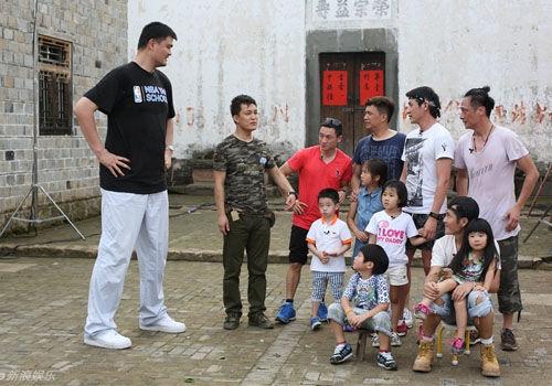 《爸爸2》姚明加盟亮相爆笑篮球赛开战(图)