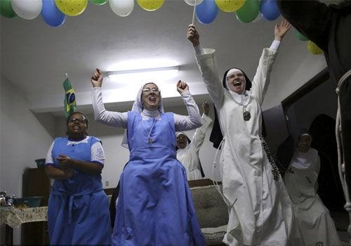 巴西世界杯之修女也疯狂