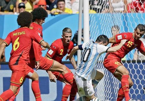 巨星的待遇盘点世界杯梅西1V多镜头