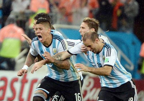 2014年世界杯阿根廷晋级全队狂喜(组图)