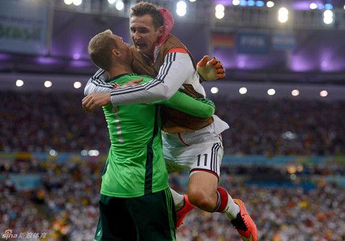 德国梦想成真第四次得世界杯(组图)