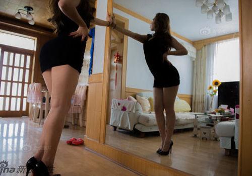 90后女研究生当臀模天生翘臀引以为傲