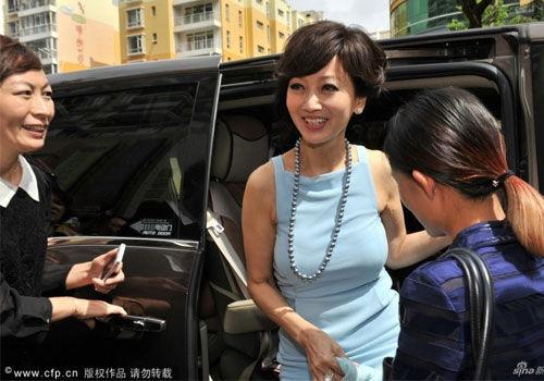 60岁赵雅芝内地捞金眼角皱纹无损女神范