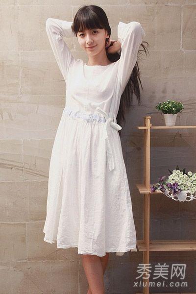 白色长袖连衣裙