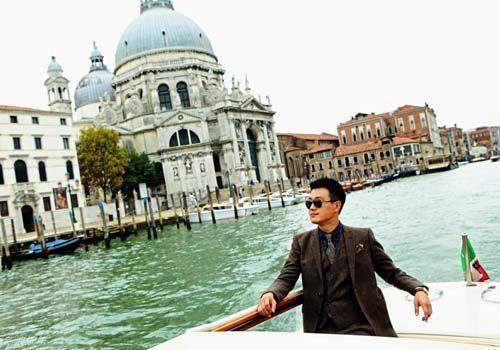 佟大为化身导游解密威尼斯开幕红毯