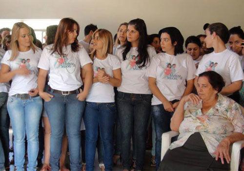 """巴西现实版""""女儿国""""全镇超600位妙龄女"""