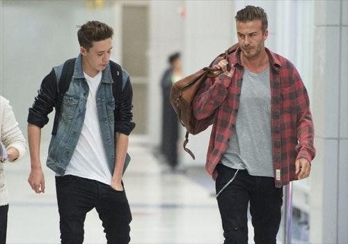 小贝与大儿子帅气有型机场一秒变秀场