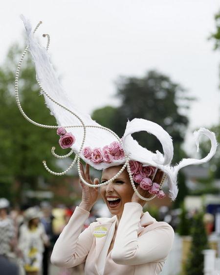 英皇家赛马会着装规矩多 头上风景夺人眼球