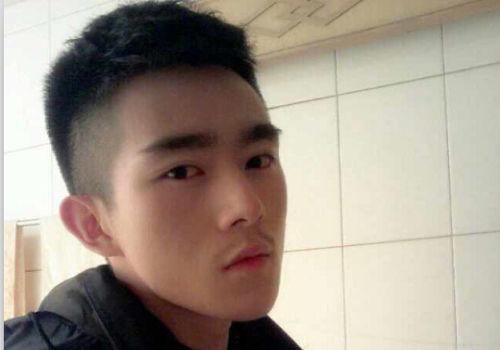 成都最帅交警患血癌欲放弃治疗年仅22岁