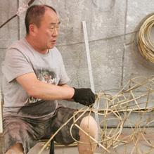 老祁演绎竹编手艺人