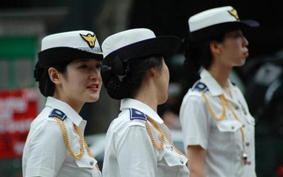 各国 女警花制服诱惑 大PK 美国女警官最开放 4