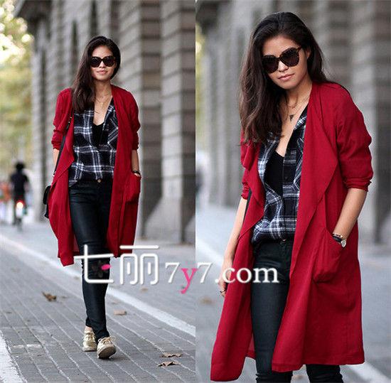 酒红色女士风衣外套搭配图片