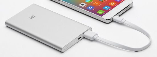 小米推出超薄移动电源:5000毫安时 售49元(图)
