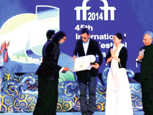 王家卫印度获终身成就奖:这奖来得早了点