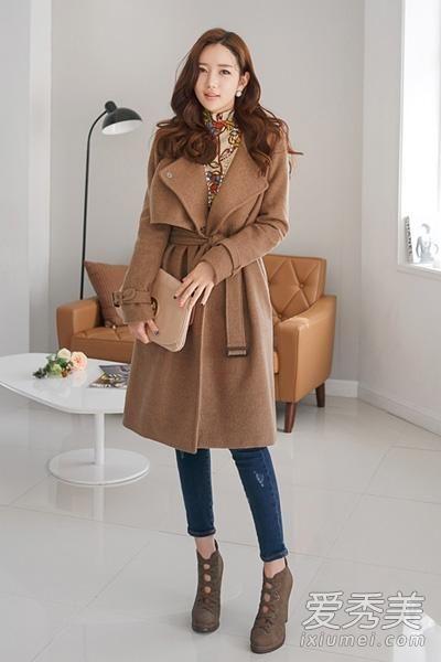 这款驼色大衣时尚的韩版设计