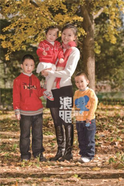 张艺谋罕见家庭照曝光(图)(3)图片